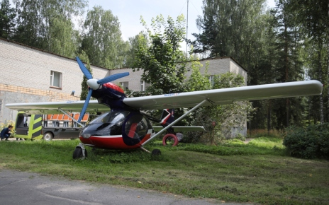 Electric aircraft with hydrogen fuel cells